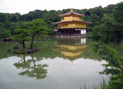 http://www.japonia.org.pl/obrazki/2005/Swiatynie_buddyjskie/Kinkakuji.jpg